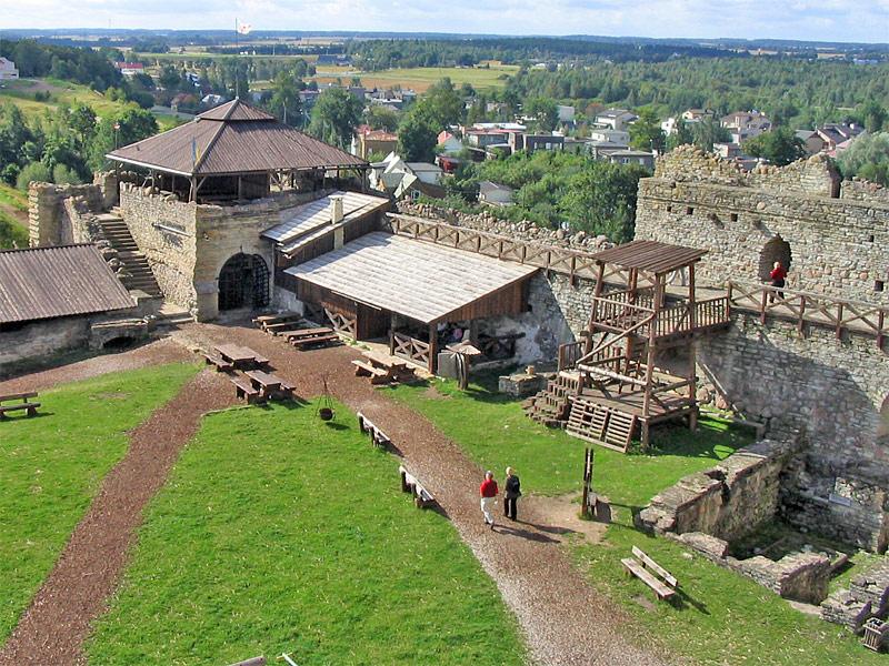 Развалины замка в Раквере Эстония